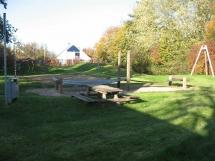 1-15: Spielplatz Bauernhütte Steinhausen