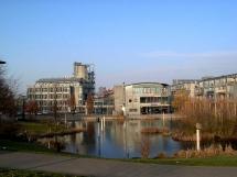 2-18: Rathauspark mit See